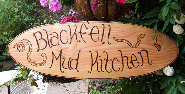 Signs : Wooden Garden Signs : Oval Wooden Garden Sign - Worms Design
